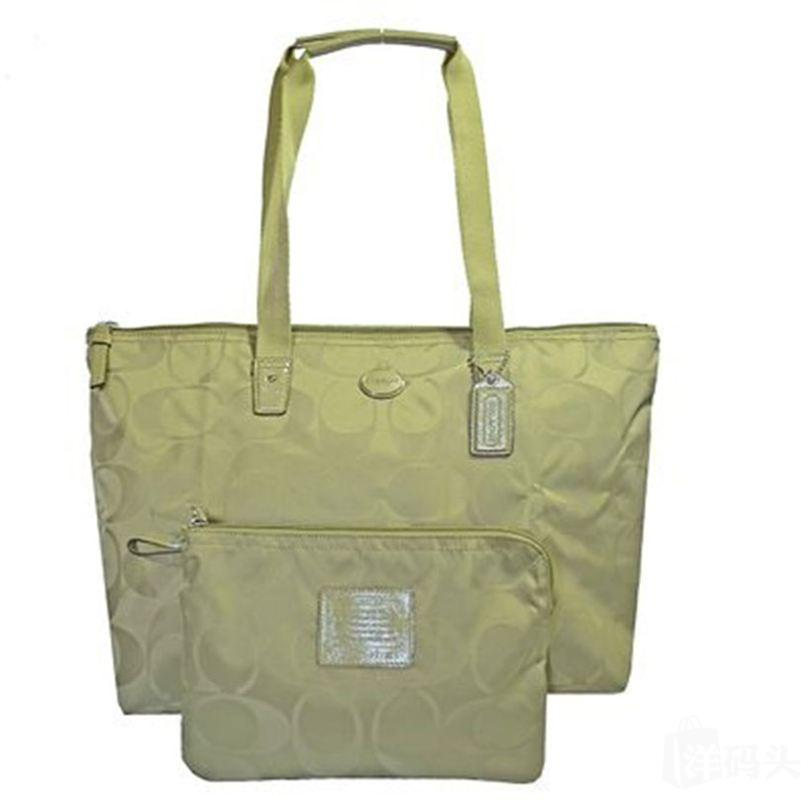 蔻驰GETAWAY SIGNATURE NYLON PACKABLE WEEKENDER_STYLE F77321